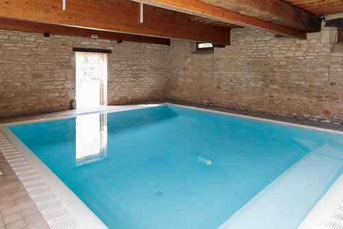 Indoor swimming-pool on your campsite in BUrgundy