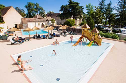 Outdoor and Indoor swimming-pool on your campsite in BUrgundy